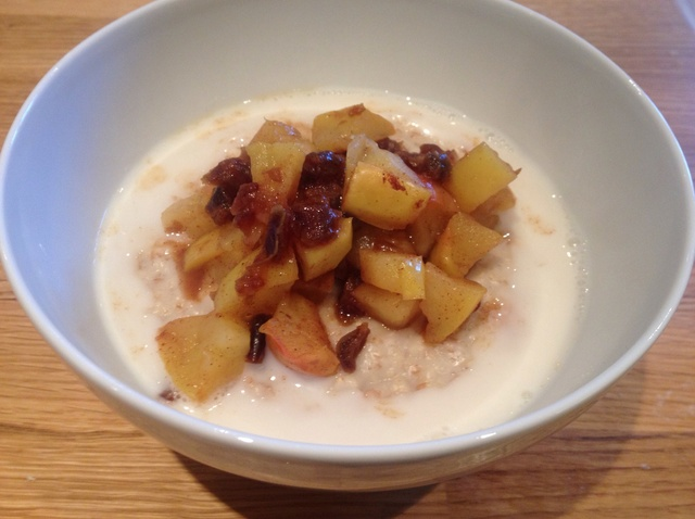 Porridge with spiced apple